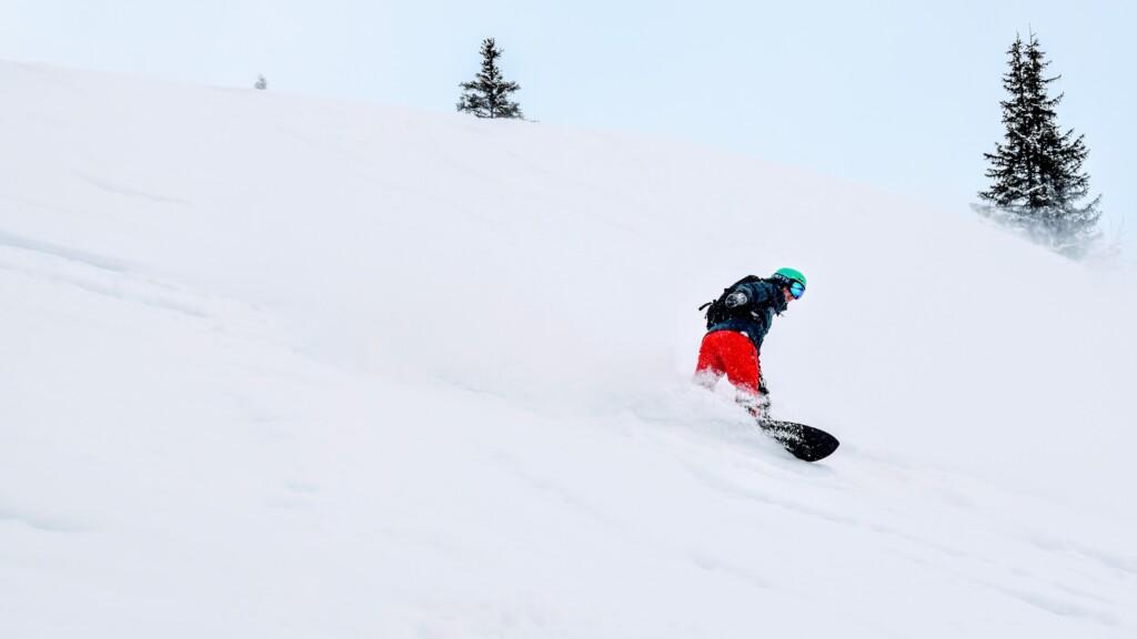 Powfinder snowboard rider Edwin