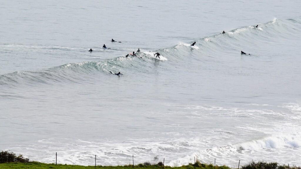 surfers in spanje